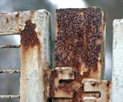 Какие типы пятен ржавчины бывают на металле